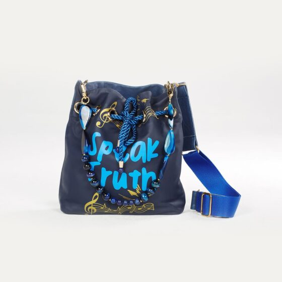 speak-truth-maxi-pouch-bag-02-untitled-barcelona