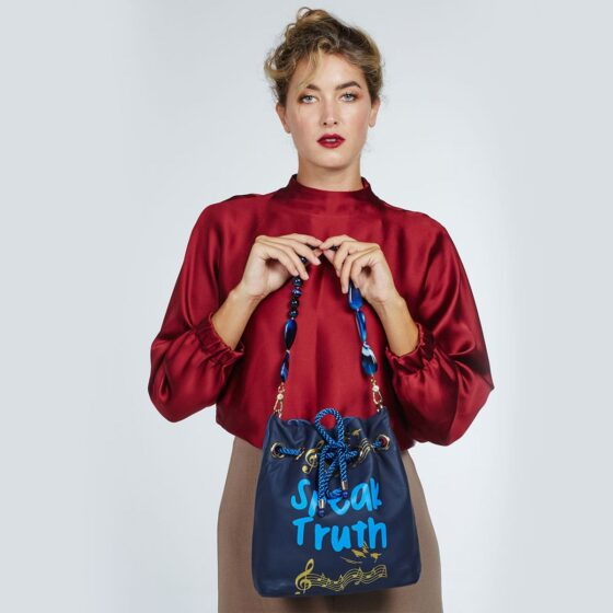 speak-truth-maxi-pouch-bag-05-untitled-barcelona
